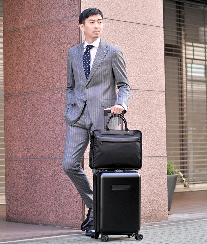 ビジネスシーンもカッコよく、ルイジビアンキマントバのスーツでイタリア的着こなし
