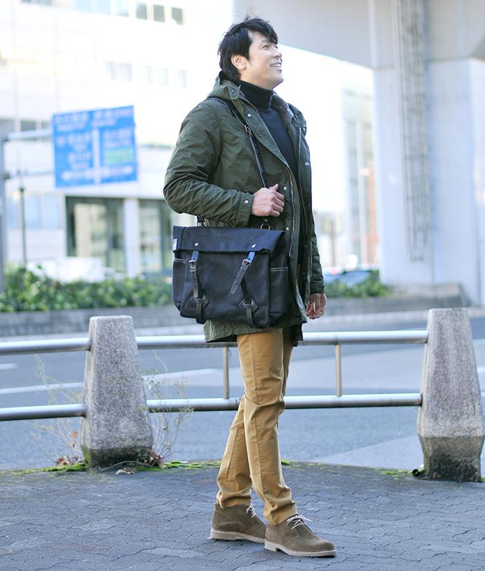 アスペジのモッズコートでミリタリーな雰囲気とブルードゥシャフのバッグで大人モダンを