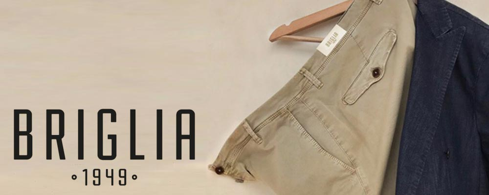 BRIGLIA 1949 ブリリアはナポリの東、ベスビオ山の麓を拠点とするパンツ専業ブランド。メンズクロージングの中でもパンツに特化したファクトリーとして30年以上の歴史を重ねる同社が、イタリアに根付くサルトリアの知識と技術、伝統に誇りを持ちながらも グローバルな視野と新たなチャレンジを念頭に、二代目となるMichele Carilloが立ち上げたパンツブランドです。