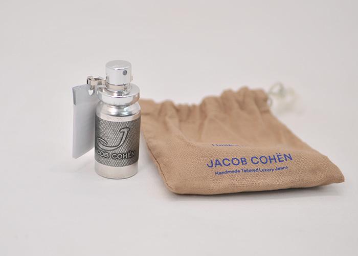 付属品の香水